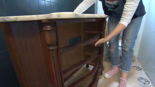 Cómo decorar un cuarto de baño azul elegante paso 7