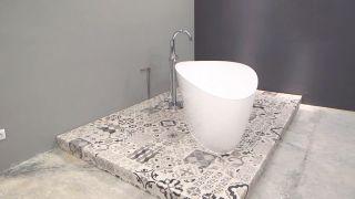 Cómo instalar una bañera exenta