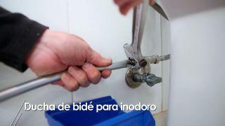 Cómo instalar una ducha de bidé para inodoro
