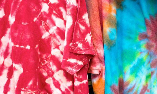 d2b7bdb301f Cómo hacer camiseta tie-dye estilo hippie - Hogarmania