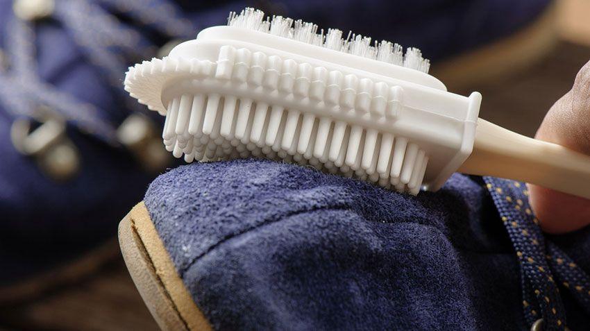 Cepillar calzado de ante