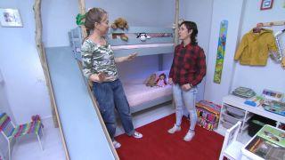 Habitación infantil con literas y tobogán paso 14