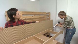 Habitación infantil con literas y tobogán paso 6