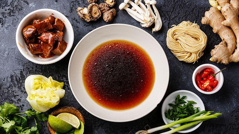 Ingredientes para preparar ramen.