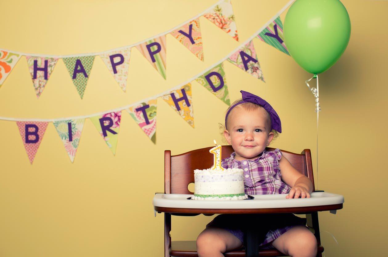 Guirnaldas de cumpleaños para celebrar el primer cumpleaños de tu bebé.