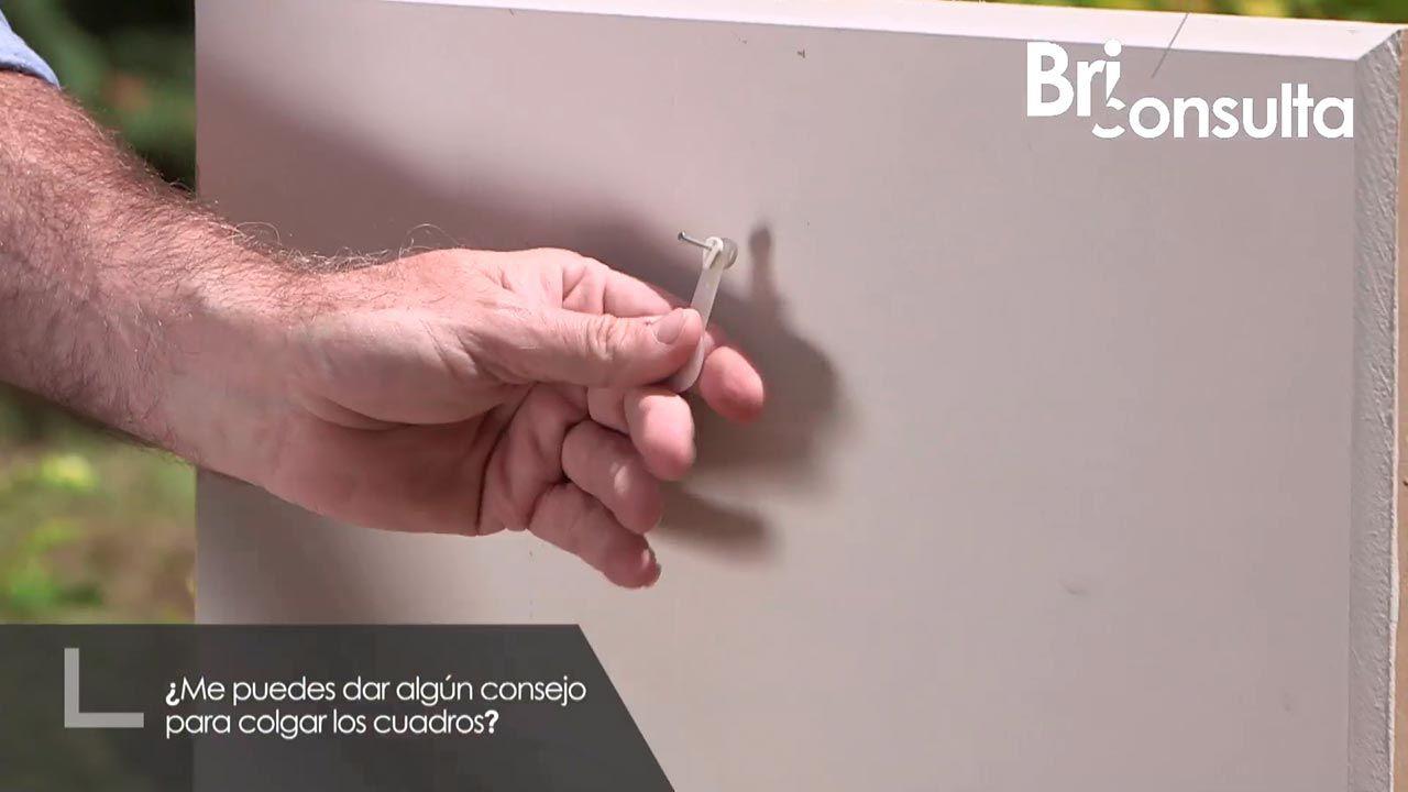 Cómo colgar cuadros sin hacer agujeros en la pared