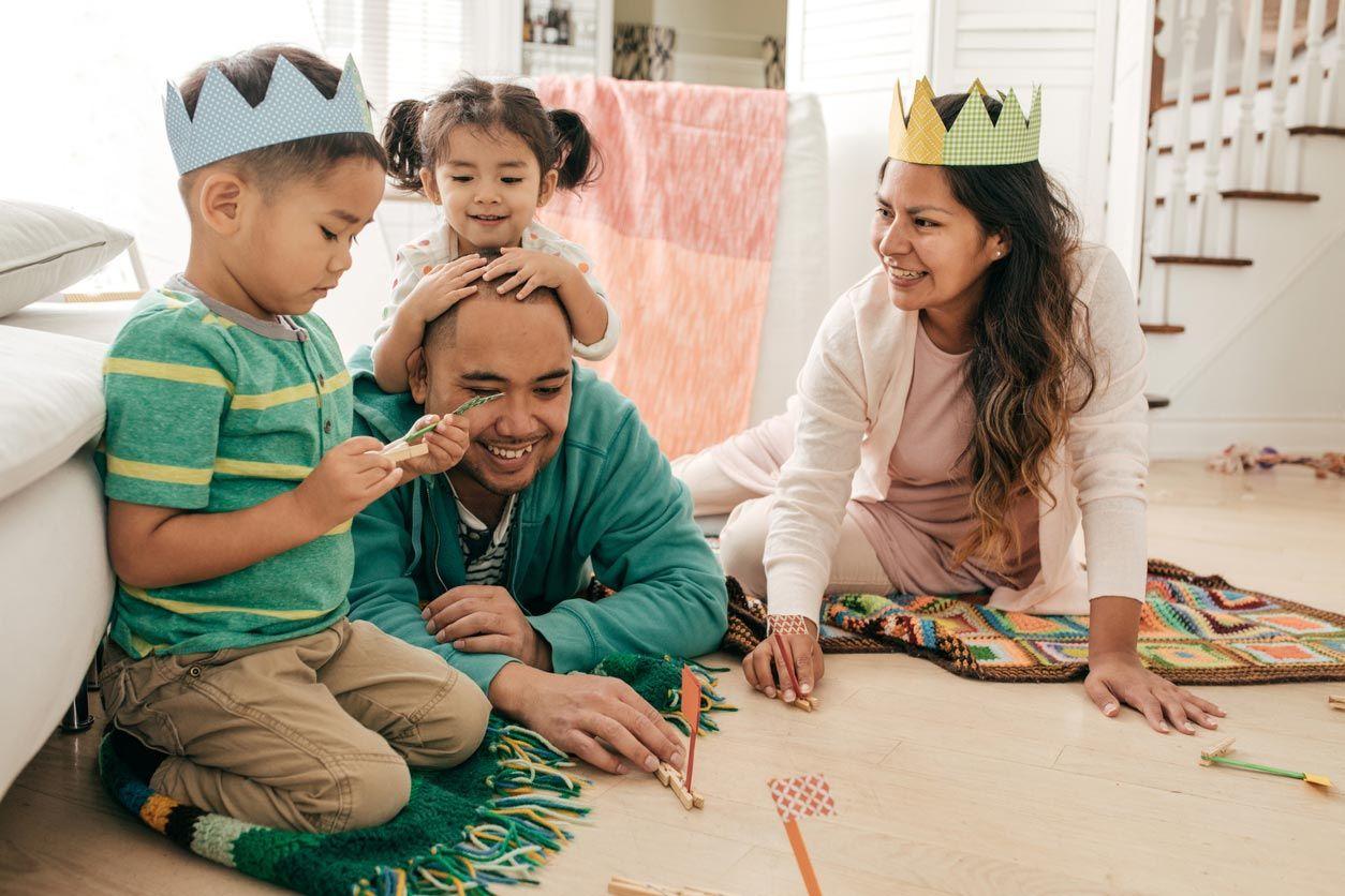 Cómo hacer coronas de cumpleaños de tela sin patrón