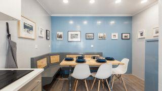 Cocina cálida en tonos azules sin obra