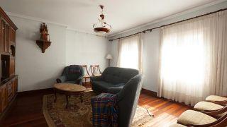 Salón comedor moderno con muebles de palés - antes