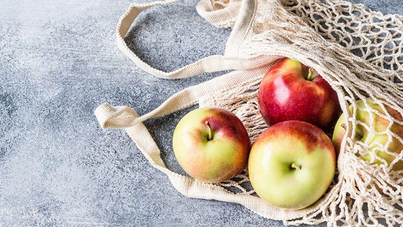 Malla de tela reutilizable para comprar frutas y verduras.