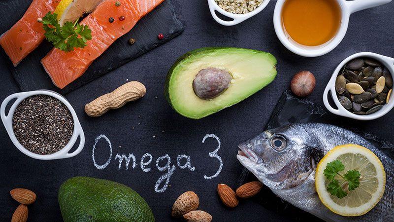 El pescado azul y las semillas son fuente de ácidos grasos Omega 3.