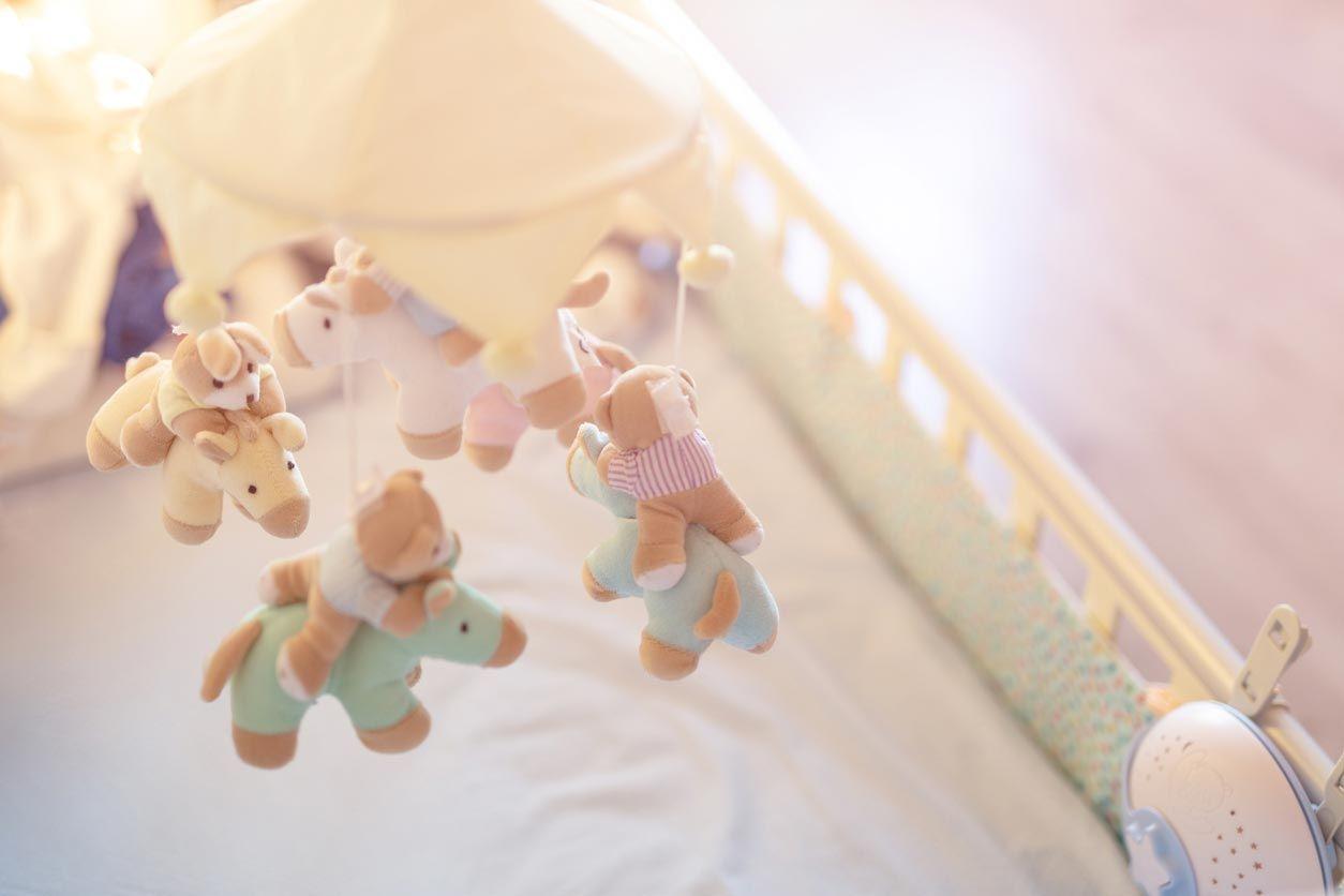 Móvil para una habitación de bebé.