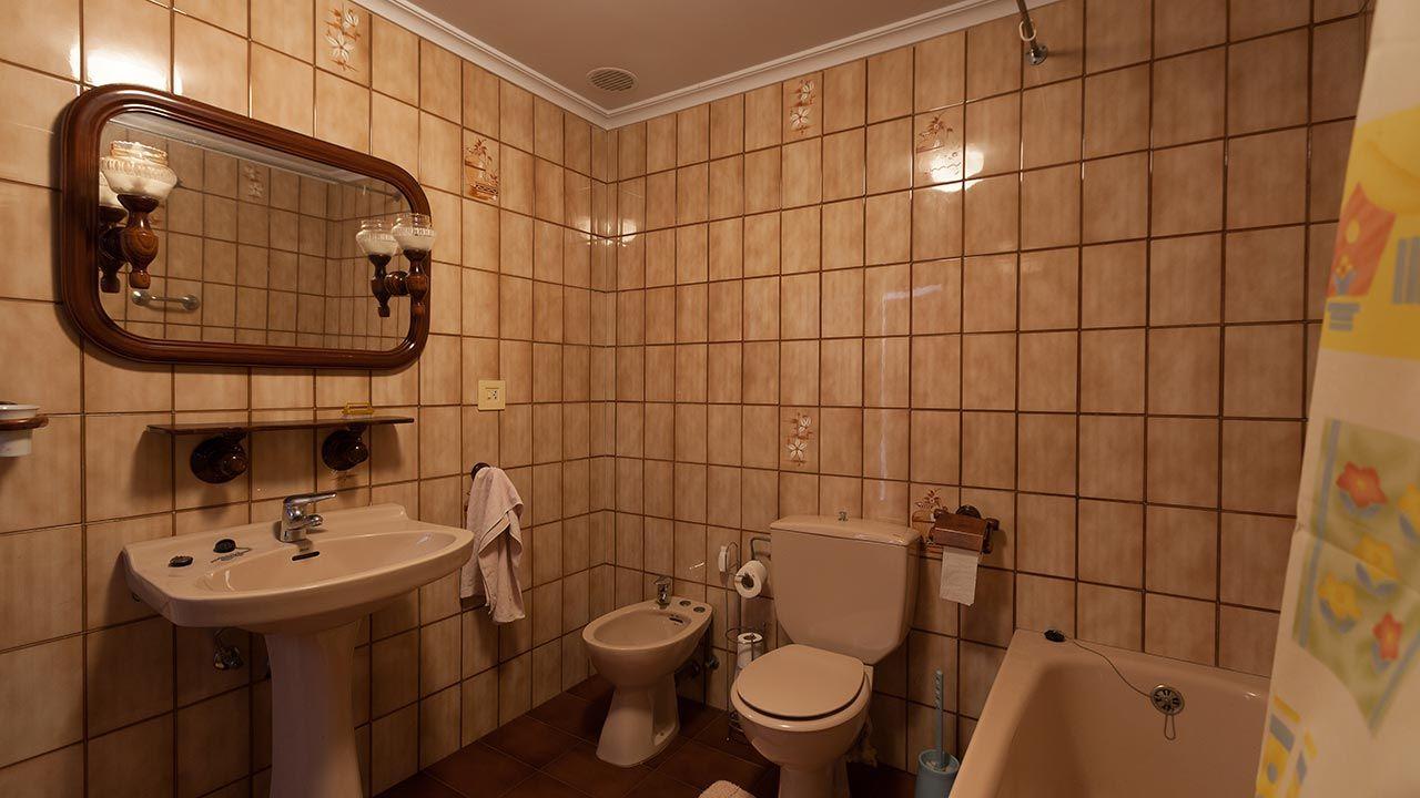 Los 5 cuartos de baño renovados: Actualizar baño viejo sin ...