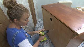 Decorar baño sin obra en blanco y madera - paso 5
