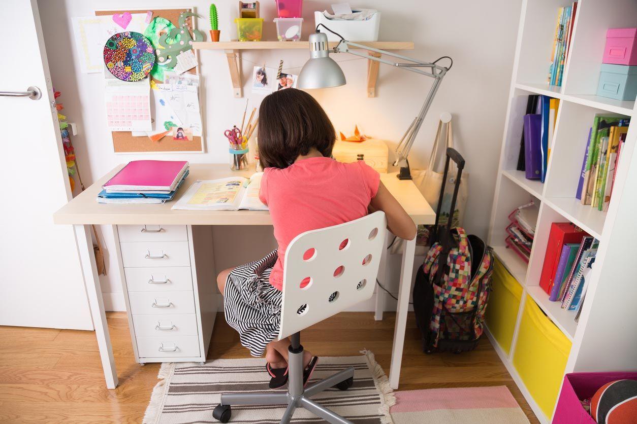 El escritorio es imprescindible en una habitación infantil.
