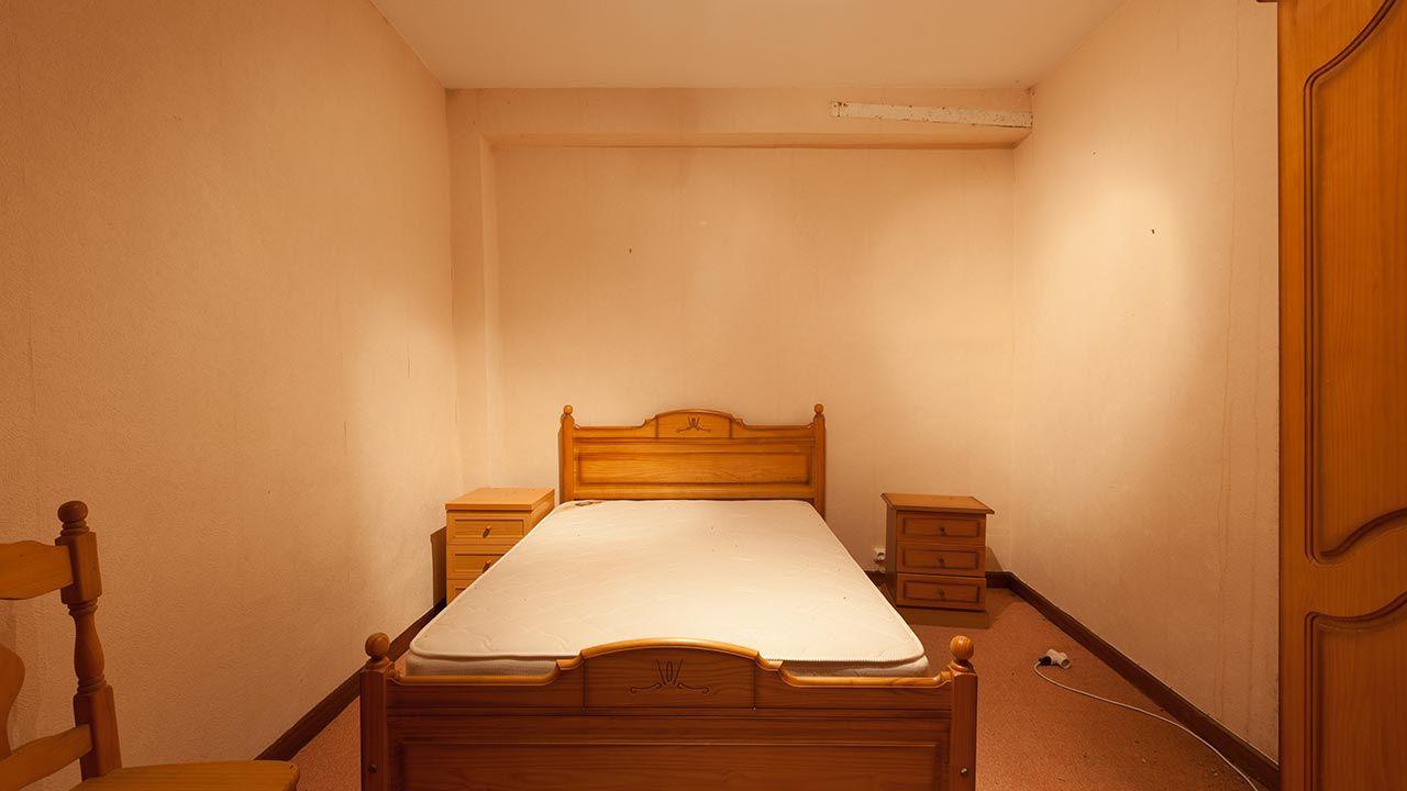 Decorar habitación anticuada antes
