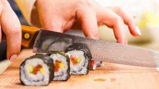 Maki de salmón, aguacate y pepino - Paso 5