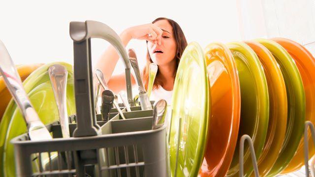 Cómo acabar con el mal olor del lavavajillas