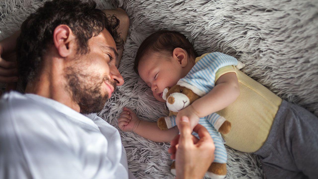 papa bebé dormir