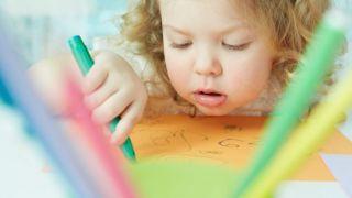 Qué hacer con los dibujos y trabajos escolares de los niños