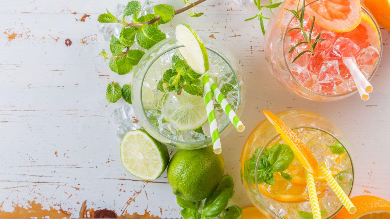 Agua fresca infusionada con frutas.