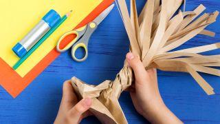 Cómo hacer un árbol de cartón paso 2