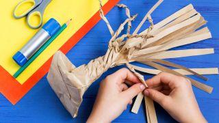 Cómo hacer un árbol de cartón paso 3