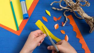 Cómo hacer un árbol de cartón paso 4