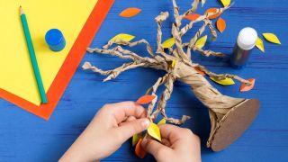 Cómo hacer un árbol de cartón paso 5