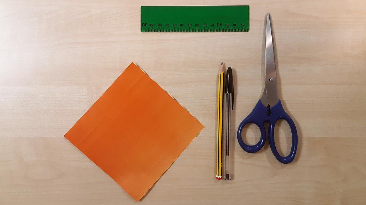 Materiales para hacer un perro Shiba Inu de origami