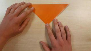 Cómo hacer un perro Shiba Inu de origami paso 1