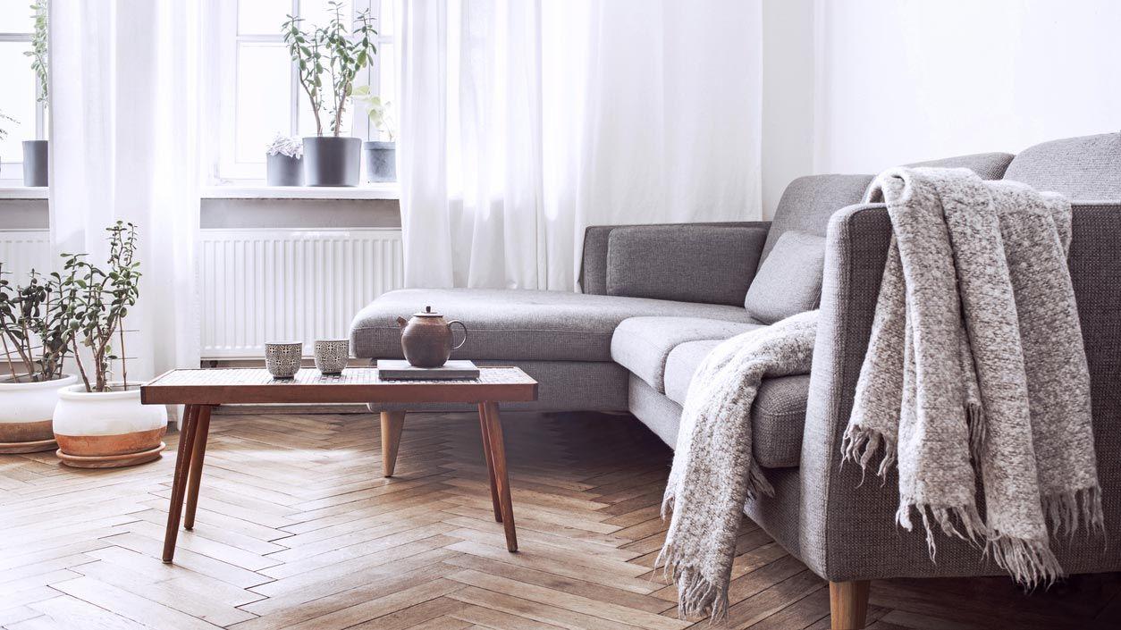 Sofá con canapé para almacenar objetos.