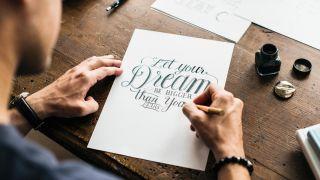Aprende Lettering: las claves para hacer caligrafía creativa