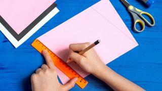Cómo hacer un sobre con forma de conejito paso 1