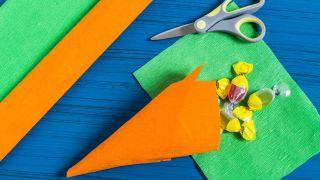 Zanahorias de papel crepé paso 2