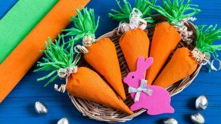 Zanahorias de papel crepé paso 4