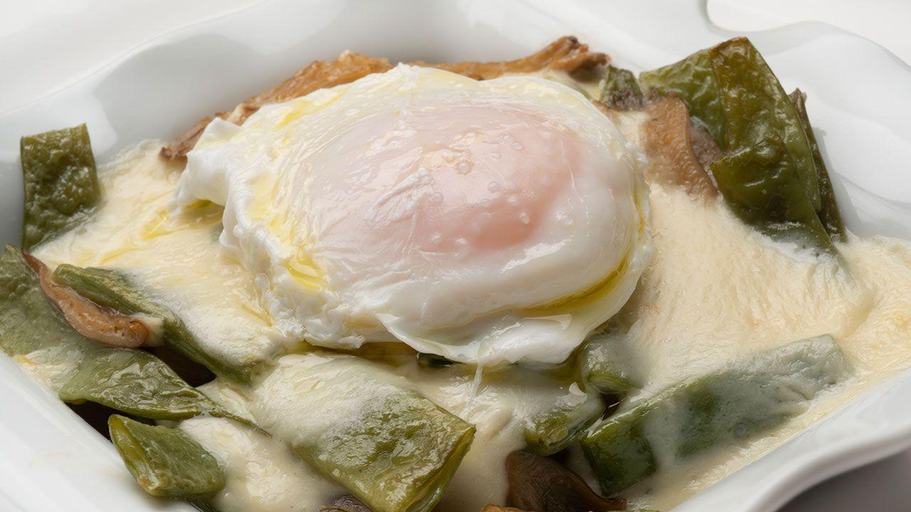Judías verdes con setas y huevo
