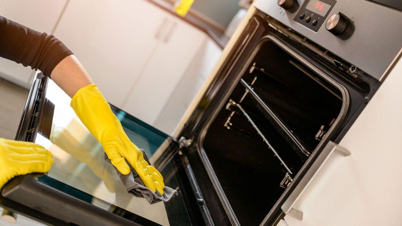 Limpiar el horno.