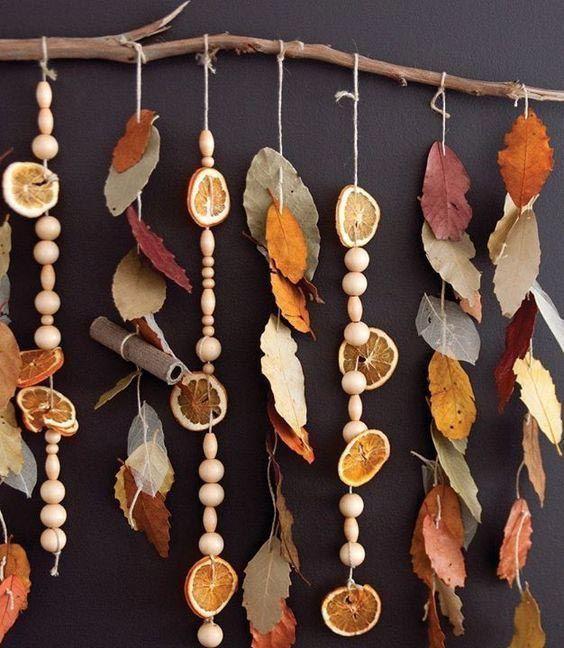 Adorno de pared con hojas y frutas secas