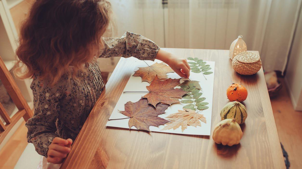 Murales con hojas secas