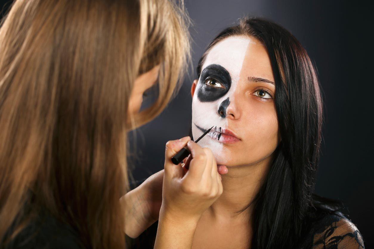 Cómo hacer un maquillaje de La Catrina