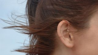 ¿Qué es la migraña y cómo se pueden aliviar los síntomas? - Daith piercing