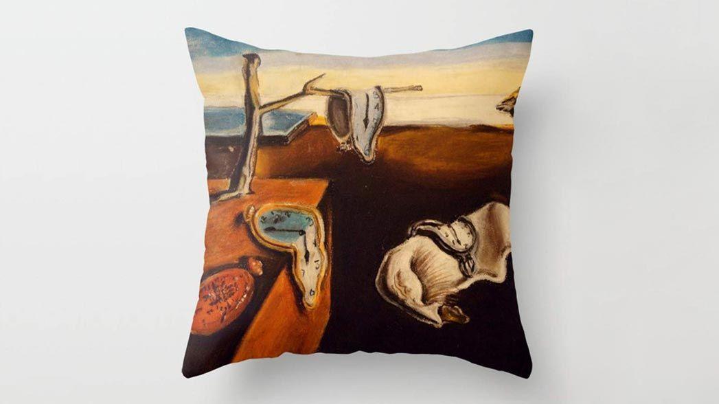 Cojín estampado relojes Salvador Dalí