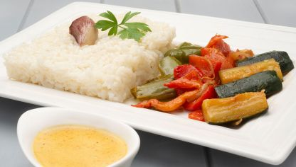 Arroz blanco con verduras al curry