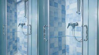 Azulejos solo en la ducha