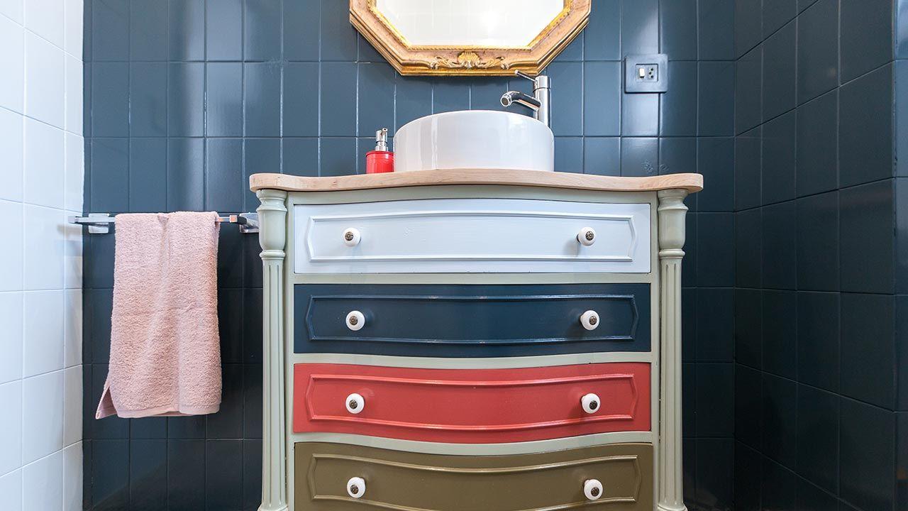 Complementos que combinen para decorar el baño