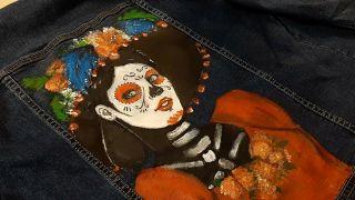 Personalizar ropa: Cómo pintar a La Catrina en una chaqueta vaquera