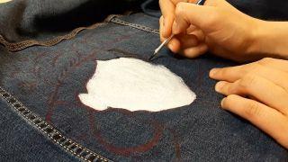 Cómo pintar a La Catrina en una chaqueta vaquera - paso 2
