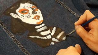 Cómo pintar a La Catrina en una chaqueta vaquera paso 4