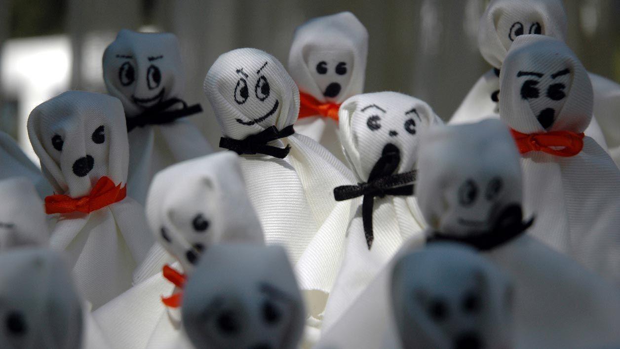 Cómo hacer un fantasma de tela para decorar en Halloween